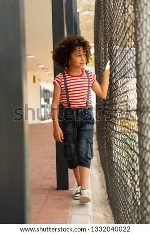 Fronte view innocente studentessa piedi filo Foto d'archivio © wavebreak_media