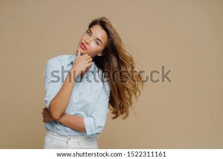 выстрел Привлекательная женщина подбородок рук Сток-фото © vkstudio