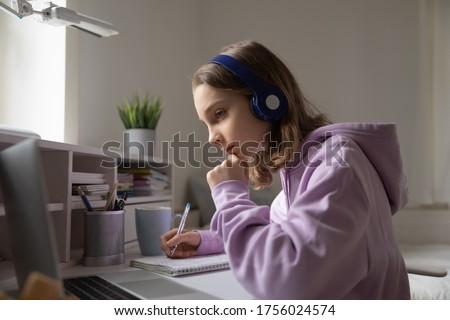 Iskolás lány házi feladat ír tanul lecke koronavírus Stock fotó © Illia