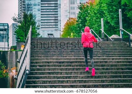 Läufer läuft up Treppe Regen laufen Stock foto © Maridav