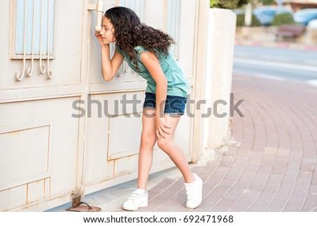 küçük · casus · görüntü · sevimli · kız · objektif - stok fotoğraf © zurijeta