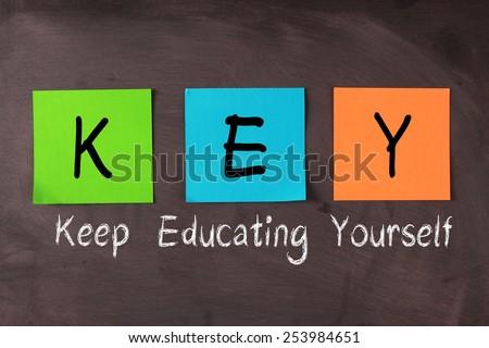 Clave siglas usted mismo pizarra notas adhesivas verde Foto stock © bbbar