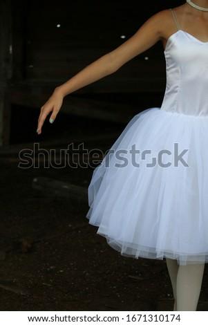 vrouw · poseren · zwarte · jurk · rok · witte · schoonheid - stockfoto © wavebreak_media