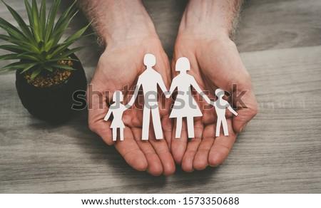 családi · élet · biztosítás · család · kézmozdulat · kettő · nyitva - stock fotó © CebotariN