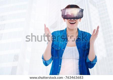 Jolie femme réalité appareil Photo stock © deandrobot