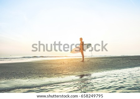 Sörfçü bekleme yüksek dalgalar gündoğumu adam Stok fotoğraf © DisobeyArt