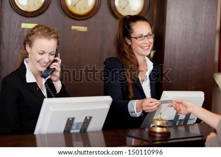 Kadın resepsiyonist otel resepsiyon çan Stok fotoğraf © RAStudio