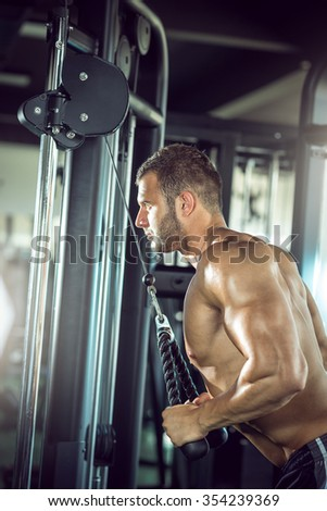 Bodybuilder triceps touw kabel machine Stockfoto © Kzenon