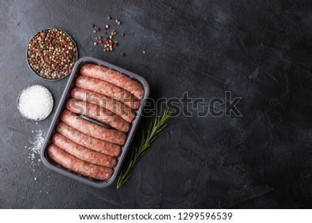 nyers · marhahús · disznóhús · kolbász · műanyag · tálca - stock fotó © DenisMArt