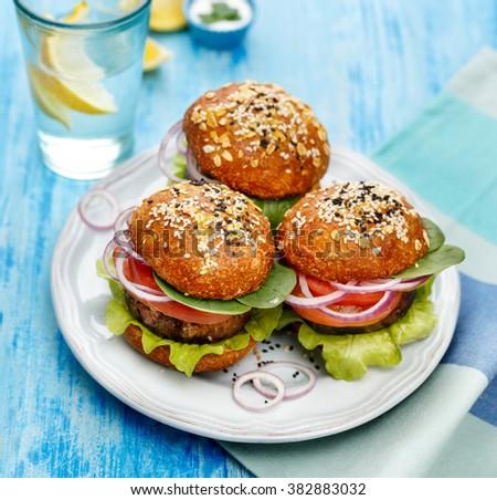 Burger · ev · yapımı · marul · vejetaryen - stok fotoğraf © Peteer