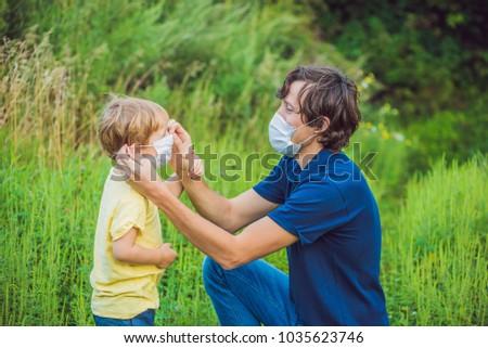 Vader zoon medische masker allergie vrouw gras Stockfoto © galitskaya