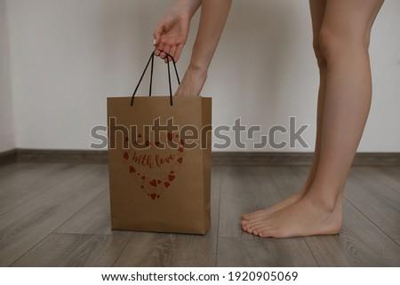 Meisje mooie benen witte vak Stockfoto © ElenaBatkova