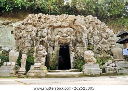 Vecchio tempio goa isola bali Indonesia Foto d'archivio © galitskaya