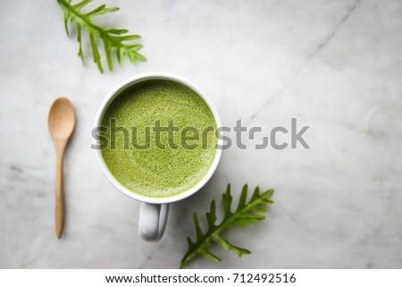 Groene thee hartvorm kunst witte beker houten tafel Stockfoto © Freedomz