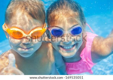 Subaquático retrato dois bonitinho sorridente Foto stock © galitskaya