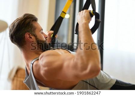 homme · anneaux · formation · gymnase · fitness · club - photo stock © kzenon