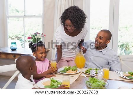 Afro-amerikaanse moeder salade Stockfoto © wavebreak_media