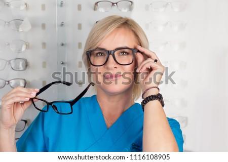 оптик · женщины · пациент · медицинского · оборудования · офтальмология - Сток-фото © pressmaster