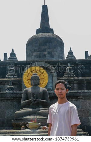 Fiatalember turista templom Bali Indonézia férfi Stock fotó © galitskaya