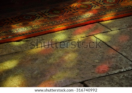 Stockfoto: Gebrandschilderd · glas · Windows · altaar · steen · kolommen · gothic