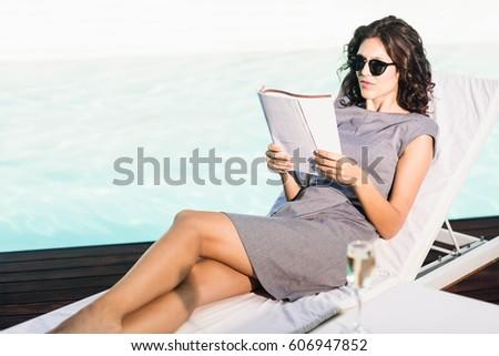 Güzel kadın içme şampanya okuma dergi soyunma odası Stok fotoğraf © deandrobot