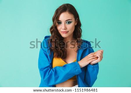 Obraz zadowolony brunetka kobieta 20s Zdjęcia stock © deandrobot