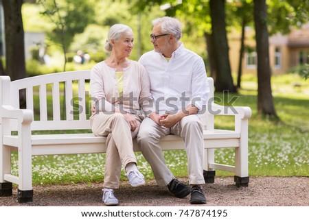 старший возраст семьи пару сидят скамейке Сток-фото © pikepicture