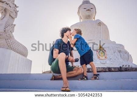 Vader zoon toeristen groot buddha standbeeld hoog Stockfoto © galitskaya