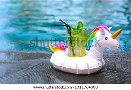 Mojito coquetel borda recorrer piscina inflável Foto stock © dashapetrenko