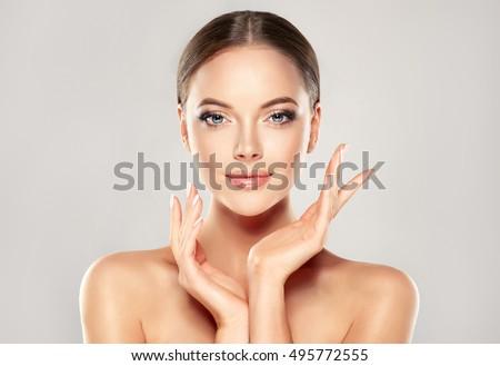 Gyönyörű fiatal nő tiszta friss bőr érintés Stock fotó © serdechny