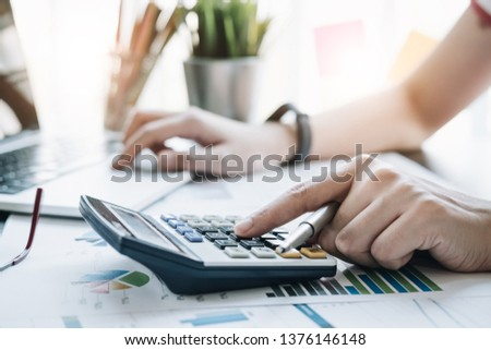 professionele · zakenman · werken · calculator · financieren · laptop - stockfoto © Freedomz