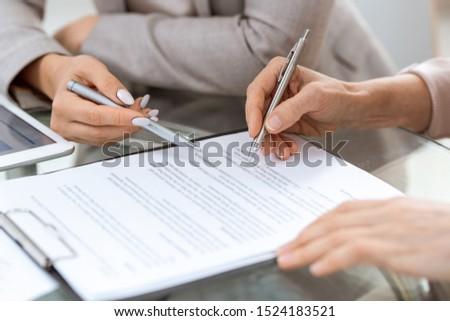 Insan eller kalemler finansal belge an Stok fotoğraf © pressmaster