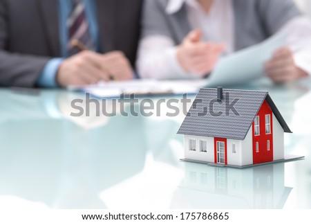 üzletember feliratok szerződés mögött otthon építészeti Stock fotó © snowing