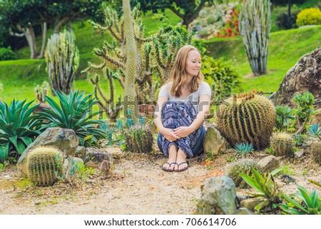 Jonge vrouw grond cactus uit comfort business Stockfoto © galitskaya