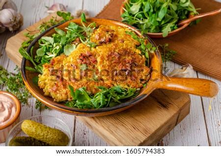 Patates krep salata sarımsak domuz pastırması arka plan Stok fotoğraf © Peteer