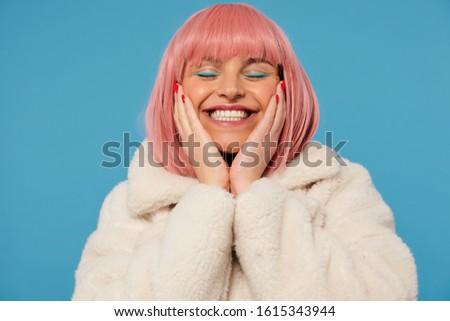 Positivo donna sorridente Palm copia spazio occhiali shirt Foto d'archivio © vkstudio