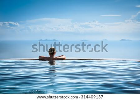 Luksusowe wakacje podróży kobieta relaks nieskończoność Zdjęcia stock © Maridav
