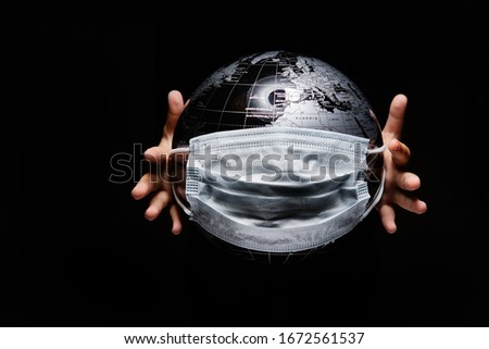 Foto stock: Hands Of Kid Holding Globe Covid 19 Pandemic Infection Disease C