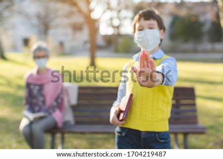 Menino sinal de parada social foco mão Foto stock © Kzenon