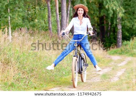 Kadın binicilik bisiklet heyecanlı yaz orman Stok fotoğraf © pekour