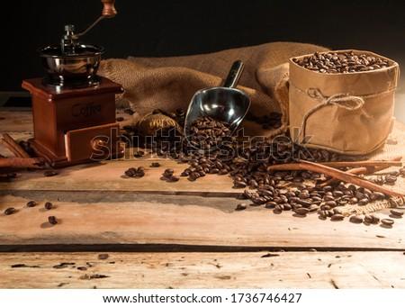 Kahve çekirdekleri çuval bezi bağbozumu öğütücü tarçın Stok fotoğraf © elly_l