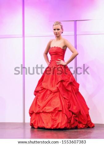 piękna · dość · oblubienicy · luksusowy · ślub · nowoczesne - zdjęcia stock © gromovataya