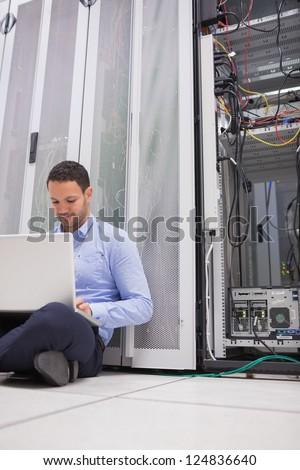 男 作業 ノートパソコン 階 サーバー ストックフォト © wavebreak_media