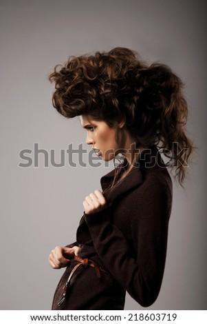 Káprázatos stílusos nő barna fürtös karakter Stock fotó © gromovataya