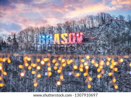 Cidade assinar topo montanha noite Foto stock © pixachi
