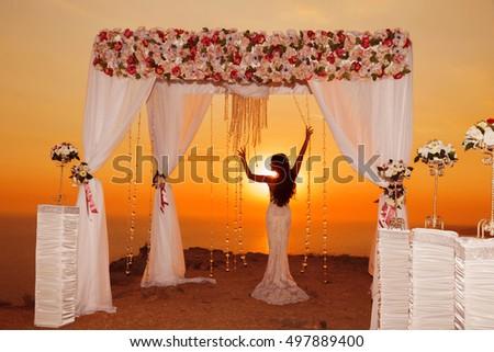 Zonsondergang bruid silhouet huwelijksceremonie boog witte Stockfoto © Victoria_Andreas