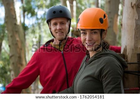 Mosolyog természetjáró pár visel sisak áll Stock fotó © wavebreak_media