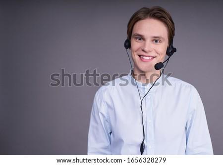 Primo piano microfono uomo piedi persone cellulare Foto d'archivio © wavebreak_media