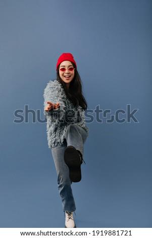 Foto feliz asiático mulher longo Foto stock © deandrobot