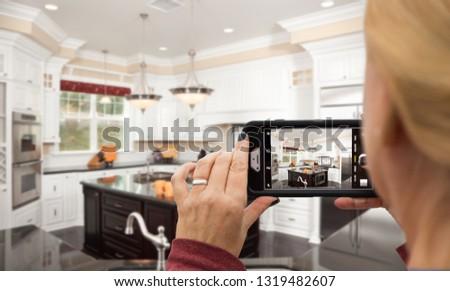 Nő elvesz képek vám konyha okostelefon Stock fotó © feverpitch